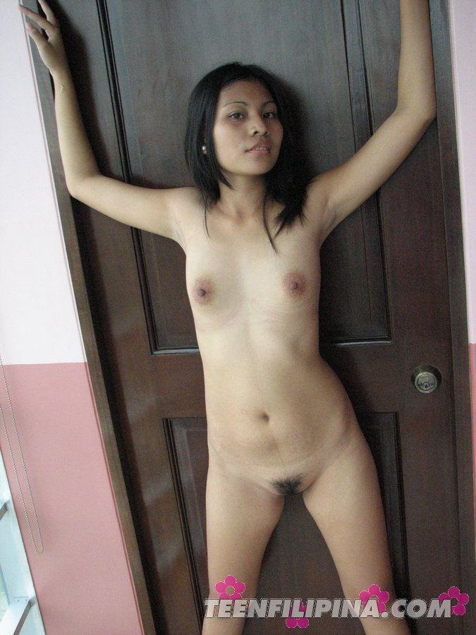Beautiful Brunette Sultry Manila Posing Her Hairy Pussy With Naked Body -5532