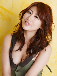 Naughty Asian Babe Expose Her Attractive Body Crazily