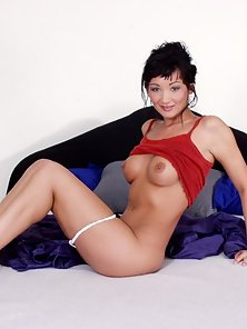 Slim but breasty oriental chick kinky after waking up early in the mor