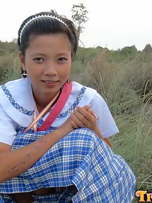 Filipina schoolgirl fucked outdoors in open field by tourist