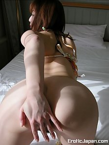 Cute Japanese Chick Shows up Her Hairy Twat and Round Ass on Bed