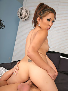 Hunger Cunt of Maleah Kai Nicely Pleasured By the Deep Hammer Action