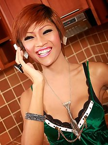Skinny Naughty Shemale King Display Her Hottest Body in Kitchen