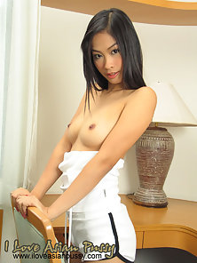 Naughty Girl Displayed Her Hot Ass and Boobs on Chair