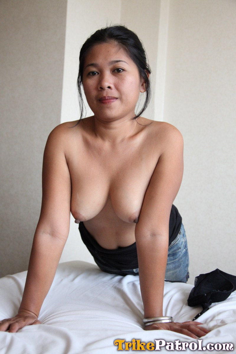 Busty Filipina Babe Gives Horny Pose With Her Sister - Asian Porn Movies-2304