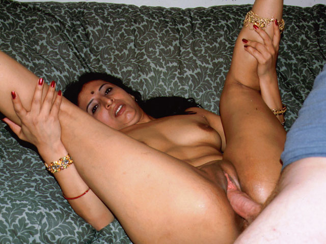 Dirty Slut with Nice Tits Banged Well by Huge Cock in Ankle up Position